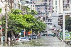 BANGKOK, THAÏLANDE - 14 OCTOBRE : Inondation dans le secteur de Daeng de vacarme Photos stock