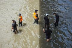 BANGKOK, THAÏLANDE - 14 OCTOBRE : Inondation dans le secteur de Daeng de vacarme Photos libres de droits