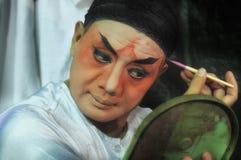 BANGKOK THAÏLANDE - octobre 2015 : Maquillage d'acteur pour l'opéra chinois Photos stock