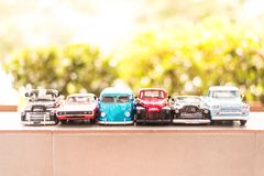 BANGKOK, THAÏLANDE - OCTOBRE 16,2017 : Modèle de jouet de voiture avec le fond extérieur de tache floue Photo libre de droits