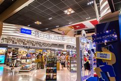 BANGKOK, THAÏLANDE - OCTOBRE 7,2017 : Vue intérieure de boutique hors taxe chez Don Muang International Airport Photographie stock
