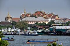 Bangkok, Thaïlande : Palais et fleuve grands Image libre de droits