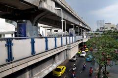 Bangkok, Thaïlande : Skytrain a élevé des plates-formes images stock