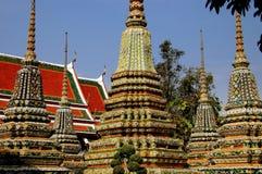 Bangkok, Thaïlande : Wat Pho Chedis Photo stock