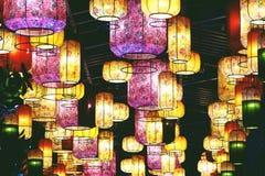 BANGKOK, THA?LANDE 16 AVRIL 2019 : Plafonniers modernes dans le centre commercial du Siam d'ic?ne images libres de droits