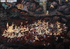 Bangkok, Tha?lande - 18 mai 2019 : Les peintures murales de Ramakian Ramayana le long des galeries du temple d'Emerald Buddha, photo stock