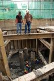 Bangkok thailändsk arbetare i en byggnadsplats Arkivfoton