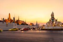 BANGKOK-THAILAND, 12月28日:盛大宫殿寺庙,曼谷地标2015年12月28日,曼谷,泰国的 库存照片