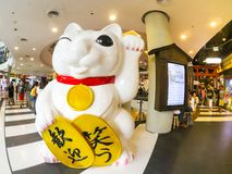 Giant Japanese lucky cat at Terminal 21 shopping mall. BANGKOK, THAILAND. – On April 2, 2018 - Giant Japanese lucky cat at Terminal 21 shopping mall stock images