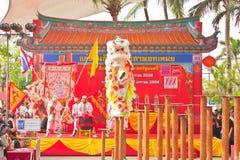 BANGKOK, /THAILAND- 20 DE ENERO: danza de león que se viste durante desfile en celebraciones chinas del Año Nuevo el 20 de enero d Imagenes de archivo