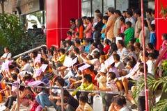 BANGKOK, /THAILAND- 20. JANUAR: Löwetanz, der während der Parade in den Neujahrsfest-Feiern am 20. Januar 2013 ankleidet Stockbilder