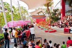 BANGKOK, /THAILAND- 20. JANUAR: Löwetanz, der während der Parade in den Neujahrsfest-Feiern am 20. Januar 2013 ankleidet Stockfotografie