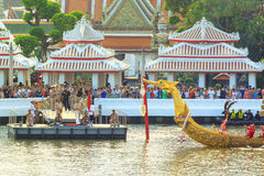 BANGKOK, THAILAND - 6. NOVEMBER: Siamesischer königlicher Lastkahn Stockbilder