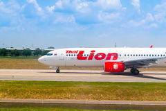 Bangkok Thailand - April 13, 2017: Boeing 737-800 thailändska Lion Air Fotografering för Bildbyråer