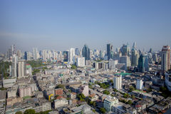 BANGKOK THAILAND - 21 APRIL: de luchtmening van wolkenkrabber hoort binnen Stock Foto