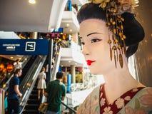 Bangkok Thailand - April 12, 2017: Den japanska kvinnastatyn in Arkivfoto