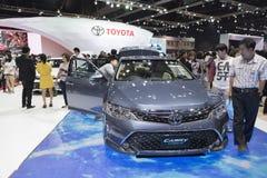 BANGKOK, THAILAND - APRIL 4: nieuw camry Toyota toont op 4,20 April Stock Afbeelding