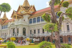 Bangkok, Thailand - April 29, 2014 Toeristen in Chakri Maha Prasat, het Koninklijke Grote Paleis, Bangkok, Thailand royalty-vrije stock afbeeldingen
