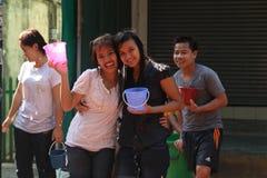 Bangkok, Thailand - April 15: Waterstrijd in Songkran-Festival Thais Nieuwjaar op 15 April, 2011 in soi Kraisi, Bangkok Royalty-vrije Stock Foto's