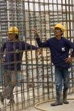 Bangkok Thailand, arbetare på överkanten av en byggnadsplats Arkivfoton