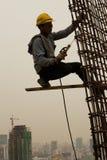 Bangkok Thailand, arbetare på överkanten av en byggnadsplats Arkivfoto