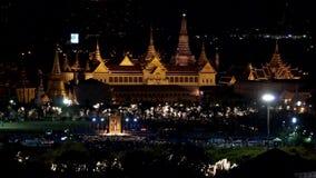 Bangkok, Thailand - 12. August: Der großartige Palast und Wat Phra Kaew nachts stock footage