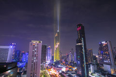 BANGKOK, THAILAND - 28. AUGUST 2016: Neues modernes Gebäude Bangkoks findet im Geschäftsbereich, Mahanakhon-Turm, das höchste Geb lizenzfreie stockbilder