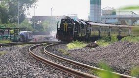 Bangkok, Thailand - 12. August: Spezieller Dampfmaschinenzug stock video