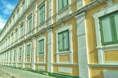 BANGKOK THAILAND - Augusti 2015: Mönstra fönster av departementet av försvarbyggnad på Augusti 23, 2015 i BANGKOK, THAILAND Arkivbild