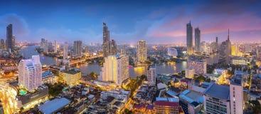 BANGKOK Thailand-Augusti 27th 2018: Flyg- sikt av midtownen i den Thailand staden med skyskrapor, finansiell och affärsbyggnadsce royaltyfri foto