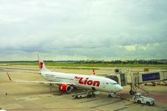 Bangkok, Thailand - Augustus 19, 2018: Luchtbus 320 Thailionair, de goedkope luchtvaartlijn van Thailand kwam in Don Mueang Inter royalty-vrije stock afbeeldingen