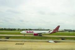 Bangkok, Thailand - Augustus 19, 2018: Luchtbus 320 Thailionair, de goedkope luchtvaartlijn van Thailand kwam in Don Mueang Inter stock foto's
