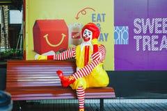 BANGKOK, THAILAND - AUGUSTUS 22.2017: Ronald -Ronald-mcdonald bij het restaurant van McDonald ` s op 22 Augustus, 2017 in Bangkok Royalty-vrije Stock Foto