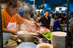 Bangkok, Thailand: Chef-kok het koken Royalty-vrije Stock Foto