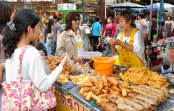 Bangkok, Thailand: Chinatown Food Vendor Royalty Free Stock Images