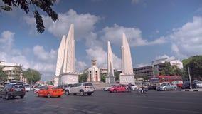 BANGKOK, THAILAND - CIRCA im März 2017: Das Demokratie-Monument in Bangkok stock video