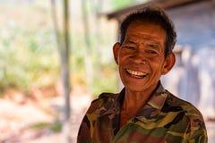 BANGKOK, THAILAND - CIRCA IM MÄRZ 2013: Porträt des nicht identifizierten glücklichen Landsmannes stockbild