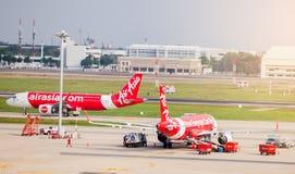 BANGKOK-THAILAND- 7 DE DEZEMBRO DE 2018: Avião da linha aérea de Air Asia fotografia de stock