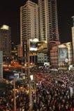 Bangkok/Thailand - 01 14 2014: De gula skjortorna blockerar och upptar Asok som delen av operationen för `-avstängningsBangkok ` royaltyfri foto