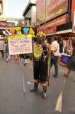 Bangkok/Thailand - 01 14 2014: De gula skjortorna blockerar och upptar Pathum den glåmiga korsningen som delen av operationen för Arkivbild