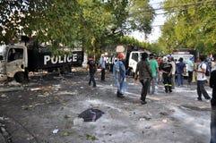 Bangkok/Thailand - 12 02 2013: De protesteerdersrel en neemt Metropolitaans HK van het Politiehuis Stock Foto