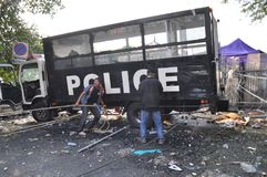Bangkok/Thailand - 12 02 2013: De protesteerdersrel en neemt Metropolitaans HK van het Politiehuis Royalty-vrije Stock Afbeeldingen