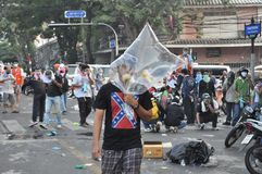 Bangkok/Thailand - 12 02 2013: De protesteerdersrel en neemt Metropolitaans HK van het Politiehuis Royalty-vrije Stock Afbeelding