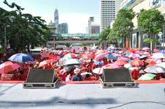 Bangkok/Thailand - 05 15 2012: De Rode Overhemden blokkeren Ratchaprasong/Asok Stock Foto's