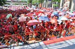 Bangkok/Thailand - 05 15 2012: De Rode Overhemden blokkeren Ratchaprasong/Asok Stock Foto