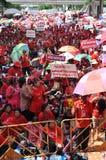 Bangkok/Thailand - 05 15 2012: De Rode Overhemden blokkeren Ratchaprasong/Asok Stock Afbeeldingen