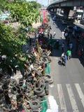 Bangkok/Thailand - 04 30 2010: De rode Overhemden zetten barricades en blok hoofdgebieden rond Centraal Bangkok op royalty-vrije stock foto's