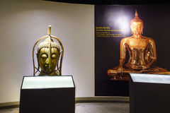 BANGKOK THAILAND - DEC 18: Den guld- Buddha, Phra Buddha Maha Arkivbilder