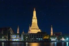 Bangkok, Thailand, 27 dec 2017 - Night time view of Wat Arun Te stock images