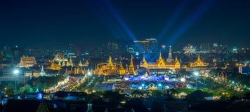 BANGKOK, THAILAND - DEC 5, panoramasikt på Sanam Luang och storslagen slott, 5 December 2014 Royaltyfri Foto